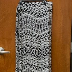 Black and White Pattern Long Skirt